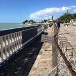 Roadtrip längs södra kusten på väg till Ponce. Lite risig strandpromenad...