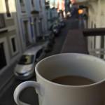 Morgonkaffe på balkongen i gamla San Juan.
